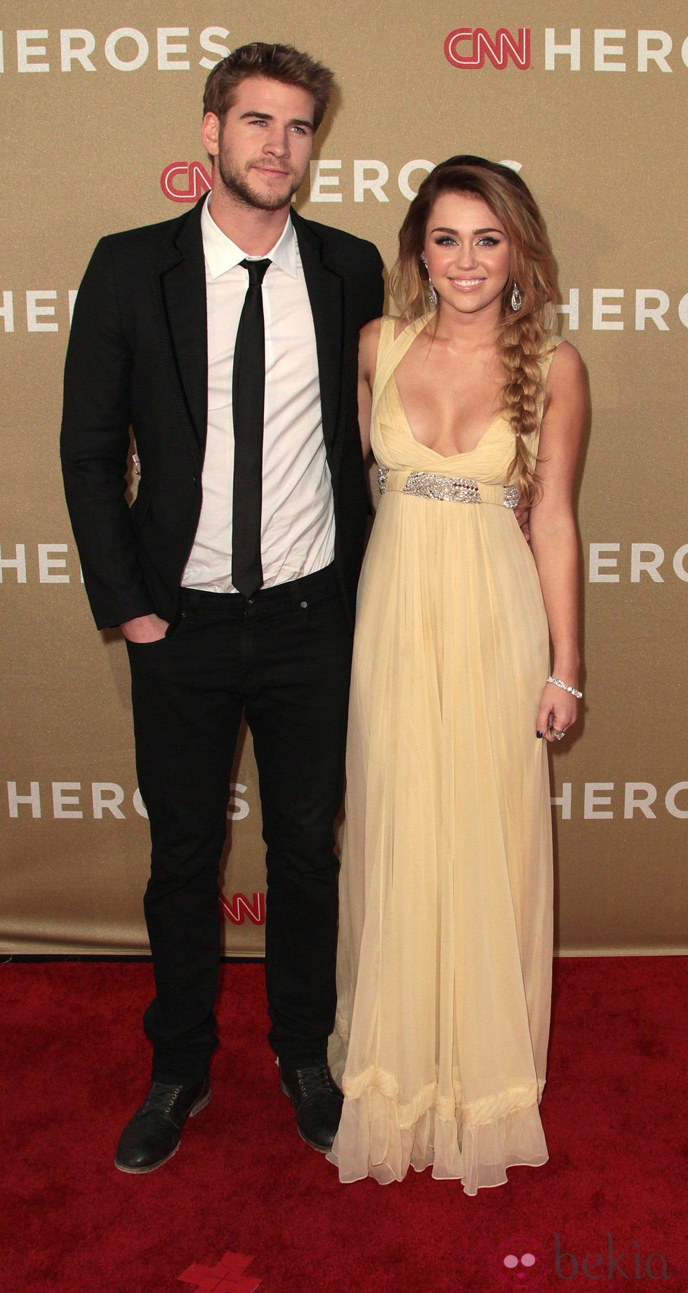 Liam Hemsworth y Miley Cyrus en la gala CNN Heroes: An All-Star Tribute