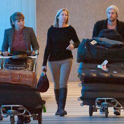 Elsa Pataky y Chris Hemsworth en el aeropuerto de Los Ángeles
