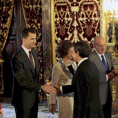 Los Reyes y los Príncipes saludan a Zapatero y Sonsoles Espinosa