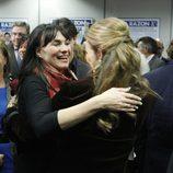 La Infanta Elena saluda a Irene Villa en los Premios Alfonso Ussía