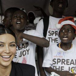 Kim Kardashian con los más desfavorecidos de Haití