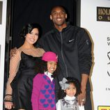 Kobe Bryant junto a su mujer Vanessa Laine y sus hijas Natalia y Giana