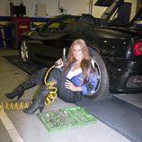 Sonia Monroy posa muy sexy como mecánica