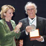 Carlos Saura recibe de Esperanza Aguirre el Premio de Cultura de Madrid 2011