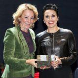 Luz Casal recibe de Esperanza Aguirre el Premio de Cultura de Madrid 2011