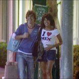 Fernando Alonso y Raquel del Rosario paseando por Lincoln Road