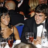 Fernando Alonso y Raquel del Rosario en una cena benéfica