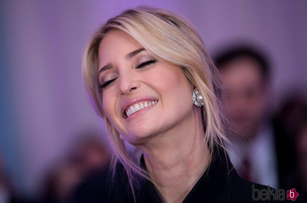 Ivanka Trump sonriendo durante la conferencia anual de seguridad de Munich
