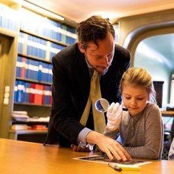 Estela de Suecia aprende a ser princesa viendo archivos en el Palacio Real de Estocolmo