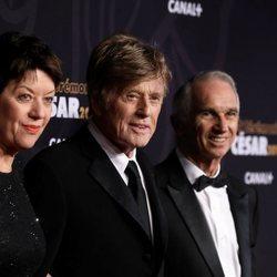 Robert Redford con algunos compañeros en la gala de los Premios César 2019
