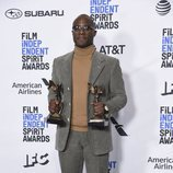 Barry Jenkins con su galardón en los Spirit Awards 2019
