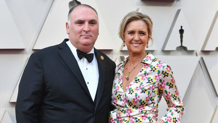 El chef José Andrés y su esposa Patricia Andres en la alfombra roja de los Premios Oscar 2019