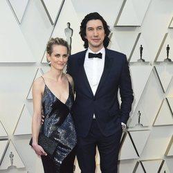 Joanne Tucker y Adam Driver en la alfombra roja de los Premios Oscar 2019