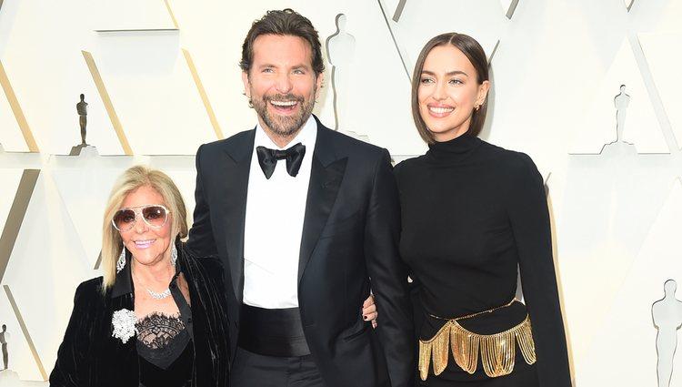 Gloria Campano, Bradley Cooper e Irina Shayk en la alfombra roja de los Premios Oscar 2019