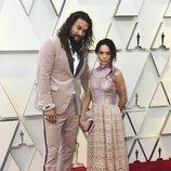 Jason Momoa y Lisa Bonet en la alfombra roja de los Premios Oscar 2019
