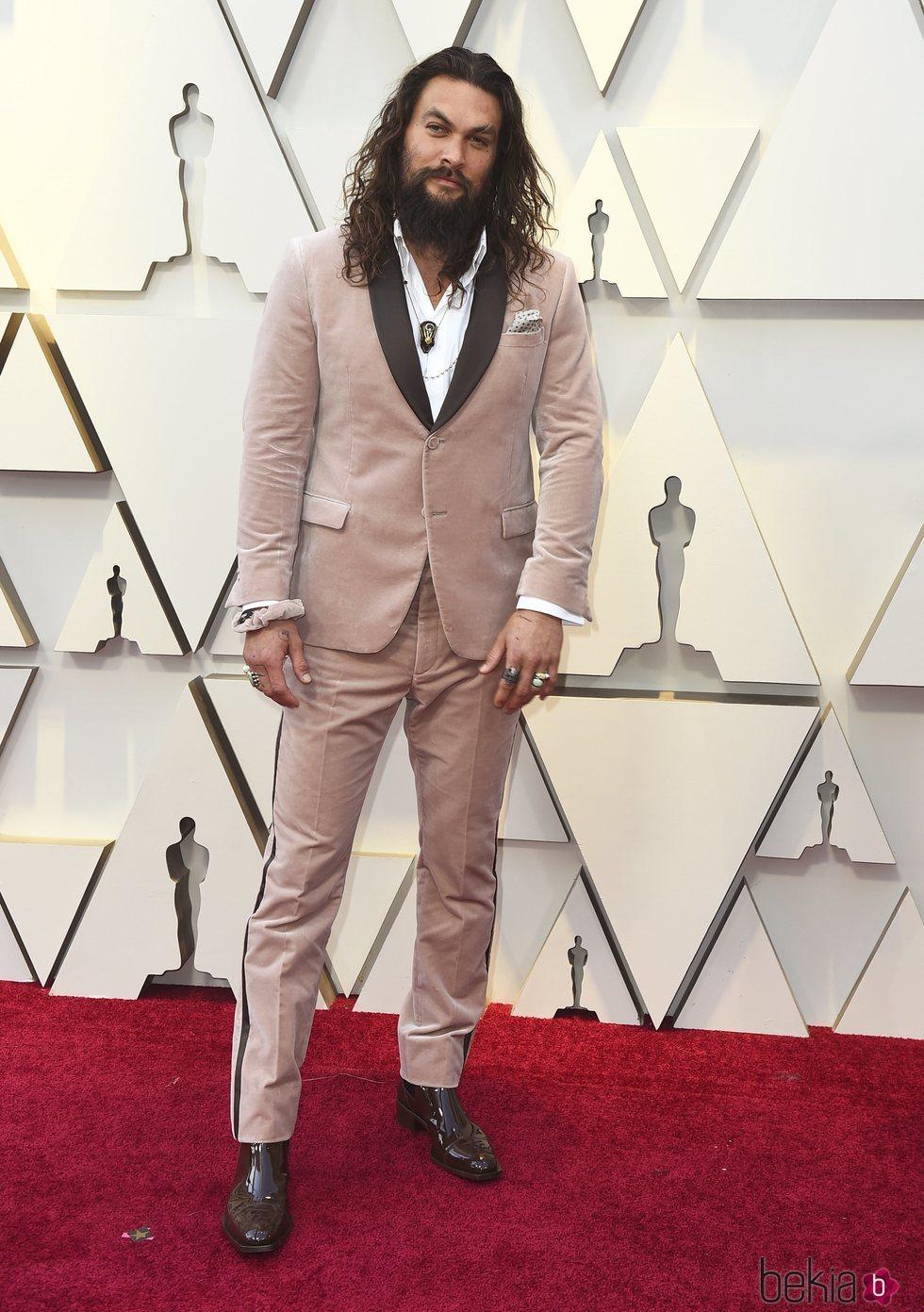 Jason Momoa en la alfombra roja de los Premios Oscar 2019