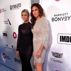 Sophia Hutchins y Caitlyn Jenner en la fiesta de Elton John tras los Premios Oscar 2019