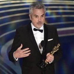 Alfonso Cuarón recogiendo el Oscar 2019 a Mejor fotografía por 'Roma'