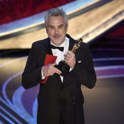 Alfonso Cuarón recogiendo el Oscar 2019 a Mejor película de habla no inglesa por 'Roma'