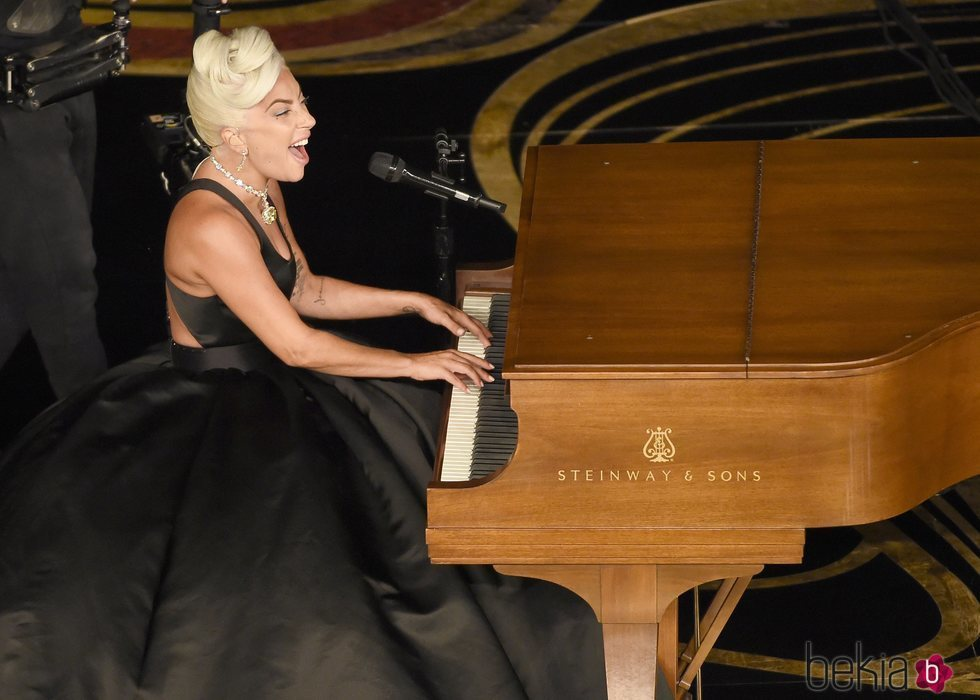 Lady Gaga interpretando 'Shallow' en los Oscar 2019