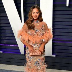 Chrissy Teigen en la fiesta Vanity Fair tras los Premios Oscar 2019