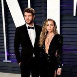 Miley Cyrus y Liam Hemsworth en la fiesta Vanity Fair tras los Premios Oscar 2019