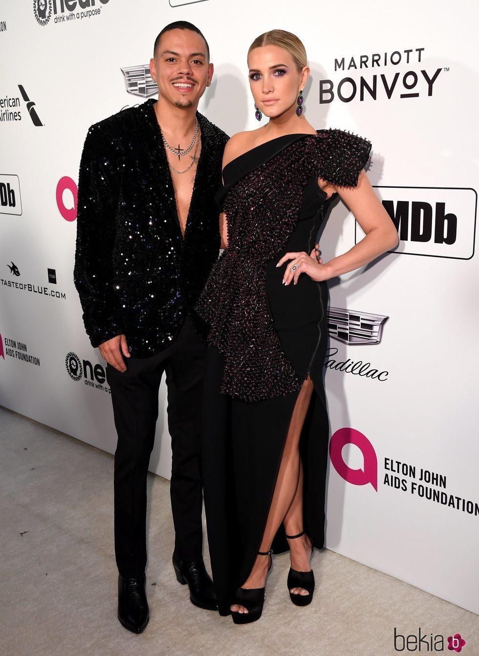 Evan Ross y Ashlee Simpson en la fiesta de Elton John tras los Premios Oscar 2019