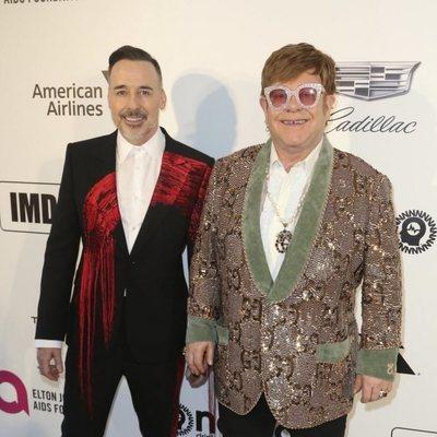 David Furnish y Elton John en la fiesta que el cantante organiza en los Premios Oscar 2019