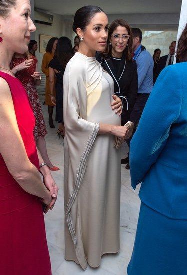 Meghan Markle luce embarazo en la cena ofrecida por el embajador de Reino Unido en Marruecos