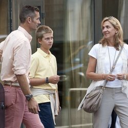 La Infanta Cristina e Iñaki Urdangarin con su hijo Juan Urdangarin en Ginebra