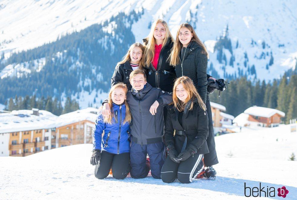 Amalia, Alexia y Ariane de Holanda con sus primos Eloísa, Claus y Leonor de Orange-Nassau en Lech