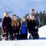 Guillermo Alejandro y Máxima de Holanda con sus hijas Amalia, Alexia y Ariane en Lech