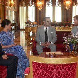 El Príncipe Harry y Meghan Markle con Mohamed VI y Moulay Hassan de Marruecos