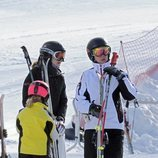 La Infanta Cristina y sus hijos Juan Urdangarin e Irene Urdangarin esquiando en Baqueira Beret