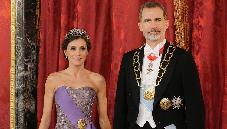 Los Reyes Felipe y Letizia en la cena de gala al Presidente de Perú, Alberto Vizcarra, y su esposa