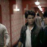 Los Jonas Brothers en el videoclip 'Paranoid'