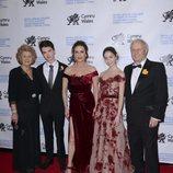 Catherine Zeta-Jones junto a sus padres y sus hijos
