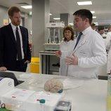 El Príncipe Harry en el centro de la Fundación Scar en Birmingham