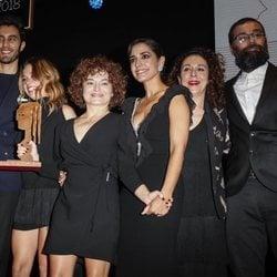 Elenco de 'Arde Madrid' con su premios Fotograma de Plata 2018