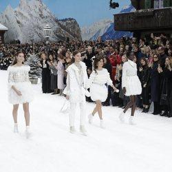Penélope Cruz desfilando para Chanel otoño/invierno 2019/2020 en París