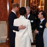 El Príncipe Harry y Meghan Markle en la recepción por los 50 años del Príncipe Carlos como Príncipe de Gales