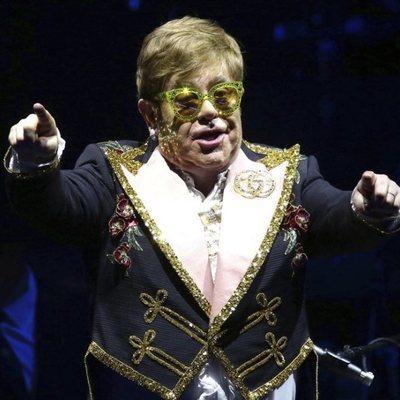Elton John en un concierto en Nueva York