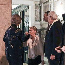 María Zurita hace la reverencia a la Reina Sofía en el 80 cumpleaños de la Infanta Margarita