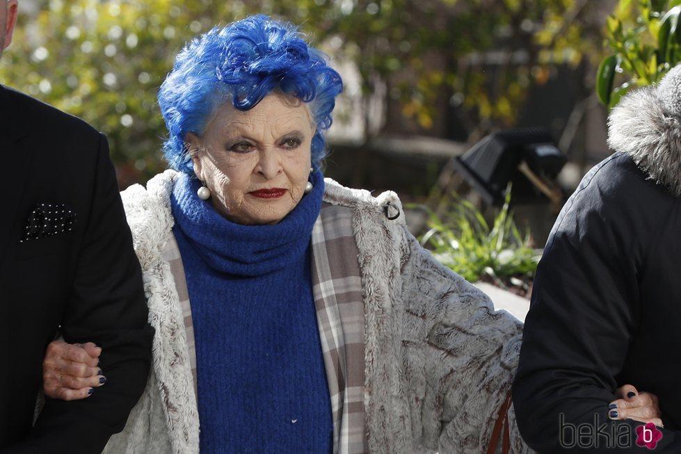 Lucía Bosé a la entrada en su juicio por el dibujo de Picasso