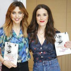 Nuria Gago presentando su libro en compañía de su amiga, Leticia Dolera