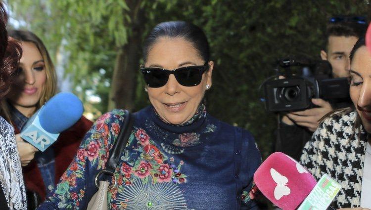 Isabel Pantoja, muy contenta en el cumpleaños de su hijo Alberto Isla