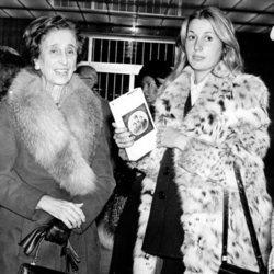 Carmen Polo junto a su nieta Carmen Martínez-Bordiú