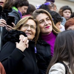 Carlota Corredera y su madre en la manifestación del 8M