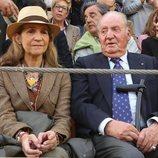El Rey Juan Carlos y la Infanta Elena en una corrida de toros de Illescas