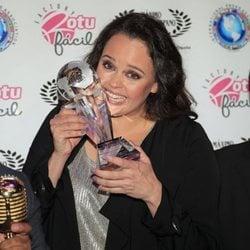 Shaila Dúrcal recibe el premio Máximo Orgullo Hispano